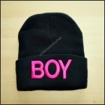 หมวกไหมพรมสีดำปัก BOY สีชมพู