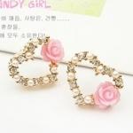 ต่างหูแฟชั่นเกาหลี ต่างหูหัวใจมุกฝังเพชรแต่งดอกกุหลาบเล็ก